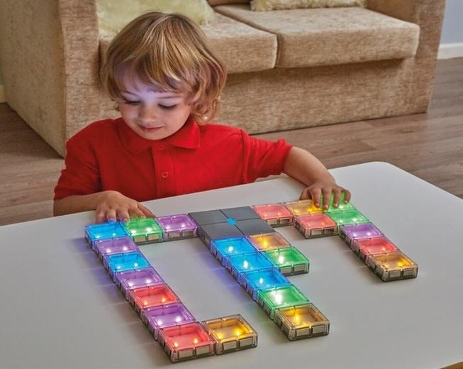 Conexión de baldosas luminosas sensoriales para autistas